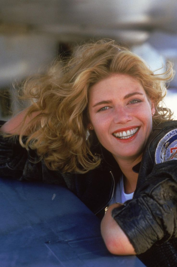 Still of Kelly McGillis in Top Gun (1986) http://www.movpins.com/dHQwMDkyMDk5/top-gun-(1986)/still-4191265792