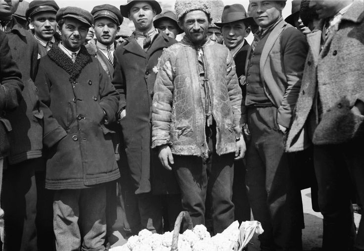 Group of gypsies selling corn, April 1932