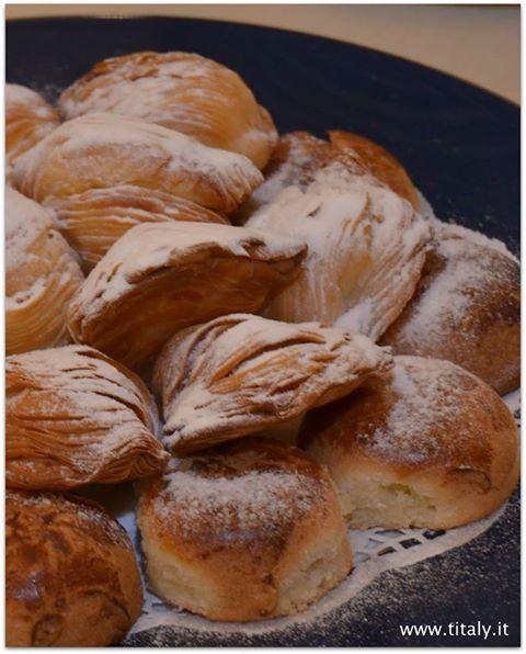 Sfogliatella napoletana.  La Sfogliatella è un dolce tipico della pasticceria campana e si presenta in due varianti principali: può essere riccia, se preparata con pasta sfoglia, oppure frolla, se preparata con la pasta frolla. #titaly #sfogliatellariccia #sfogliatellafrolla #italiantaste www.titaly.it