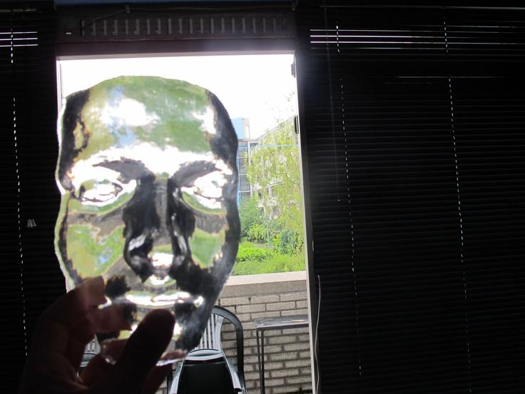 duplicaat van mijn gezicht gegoten met polyesterhars. Lichtdoorlatend niet goed bewerkbaar