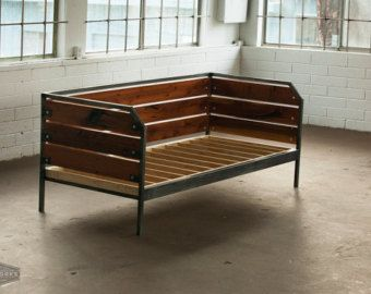 Modern Reclaimed Redwood Couch or Daybed Steel Frame por MezWorks