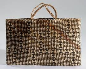is flax kete was purchased by the Auckland Museum in 1901.	    		    	Catalogue description: This kete features a checkered design in black ...