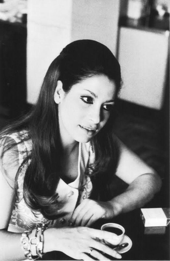 Em seu estilo, a cantora Clara Nunes glorificou as raízes afro-brasileiras.