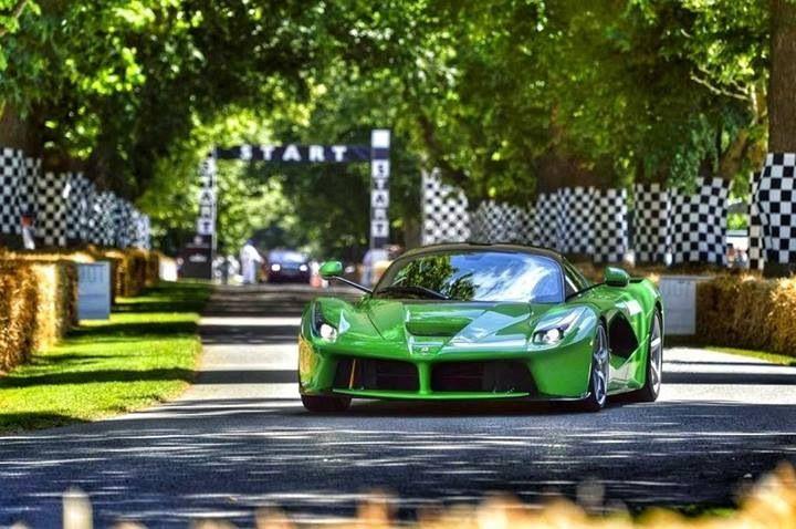 Ferrari LaFerrari en llamativo color verde