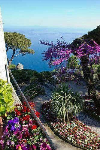 The gardens of Ravello - Amalfi coast, Italy || @pattonmelo
