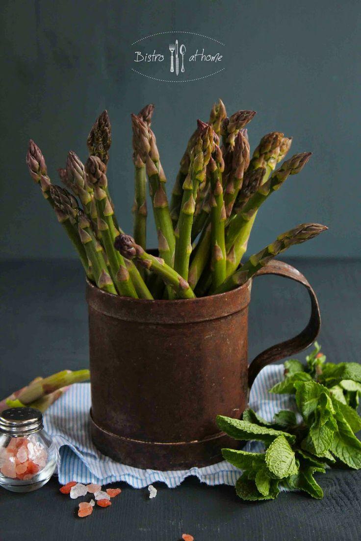 Asparagus   http://bistrohome.blogspot.hu/2014/04/sparga-spenot-kremleves-mentaval.html