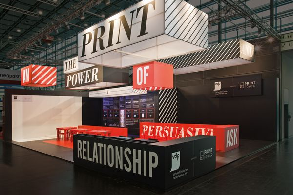 Flying Headline Trade Show Booth Design #tradeshow #exhibition design