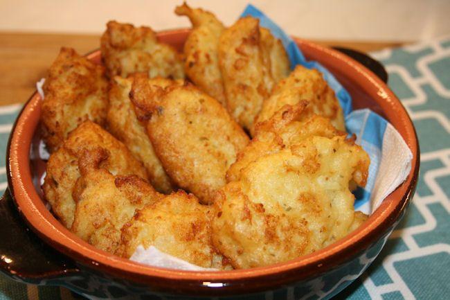 Le frittelle di cavolfiore piacciono molto anche ai bambini che di solito non gradiscono il cavolo. Sono ottime anche fredde.