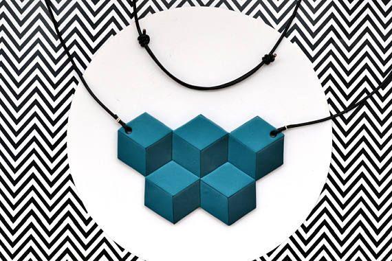 Guarda questo articolo nel mio negozio Etsy https://www.etsy.com/it/listing/511217398/collana-geometrica-blu-ottanio-in-pasta