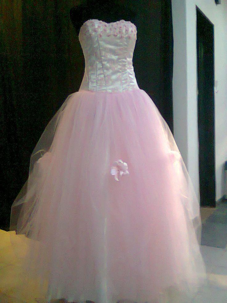 Corsé blanco con falda en capas de tul rosa! Opcional de flores en la falda