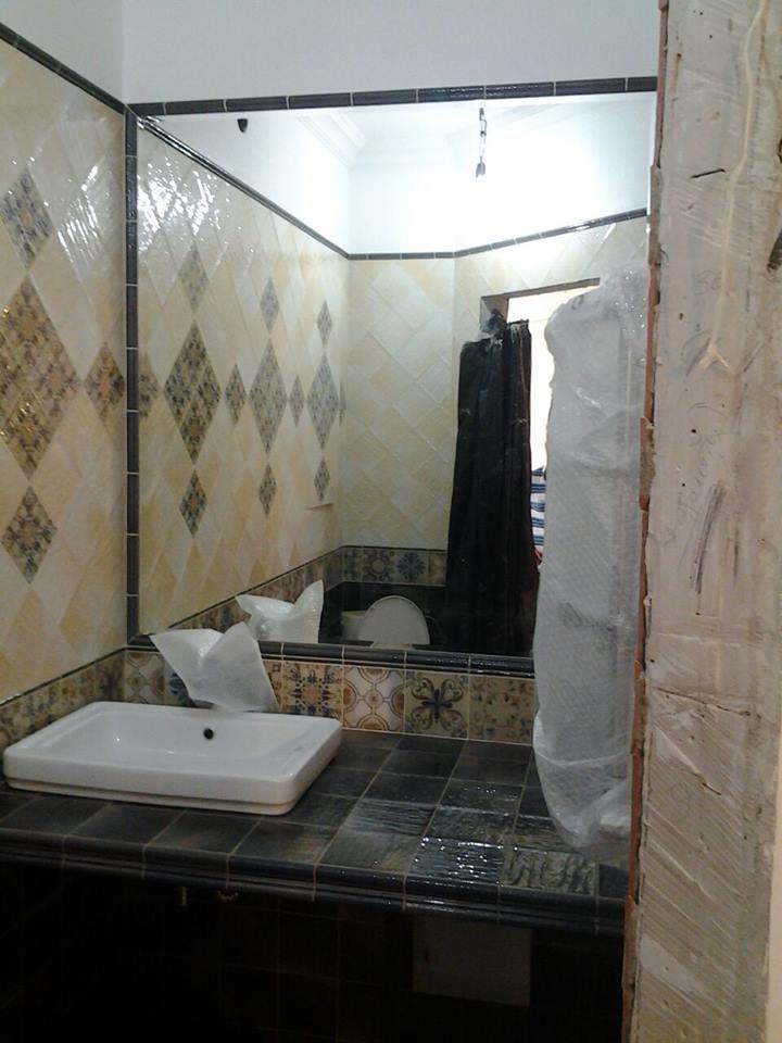 Данный проект выполнен силами нашей компании в августе 2017г. Зеркало в ванной комнате. В проекте использовалось зеркало серебро 4мм. Установка зеркала производилась с помощью крытого крепежа. Проект реализован в г. Москва, Измайловский проезд, д.10