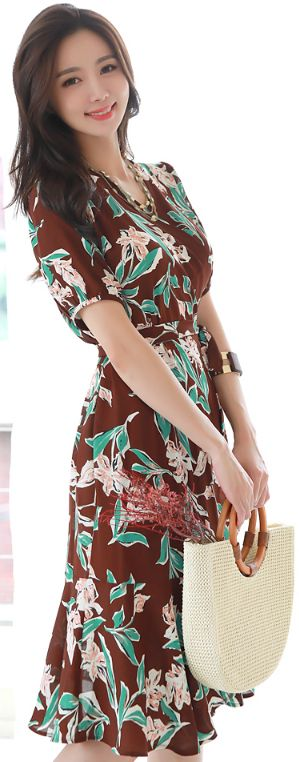 StyleOnme_Floral Print Short Sleeve Wrap Dress #brown #floral #elegant #summerlook #dress #koreanfashion #kstyle #kfashion #seoul
