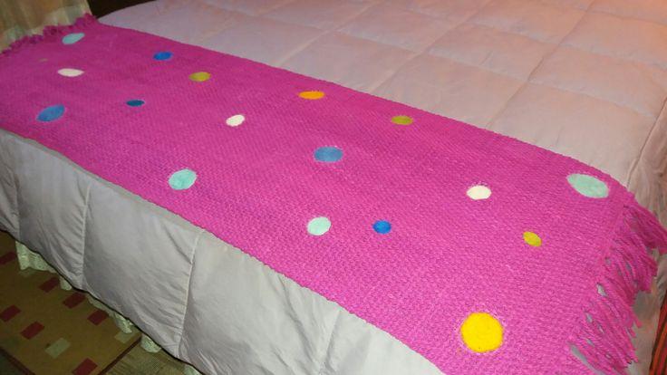 Aquí está el resultado de una tarde de # tejido en #telarmaria y una mañana de #vellonagujado. Que les parece, una #piecera para cama de 1 1/2 plaza.
