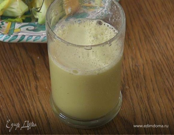 Яблочный сок с имбирем и сельдереем. Ингредиенты: яблоки, сельдерей стебли, имбирь корень