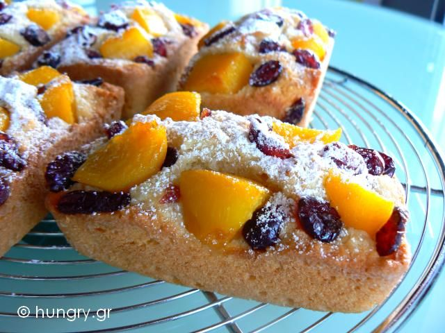 Kitchen Stori.es: Μίνι Κέικ με Καρύδα και Ροδάκινα