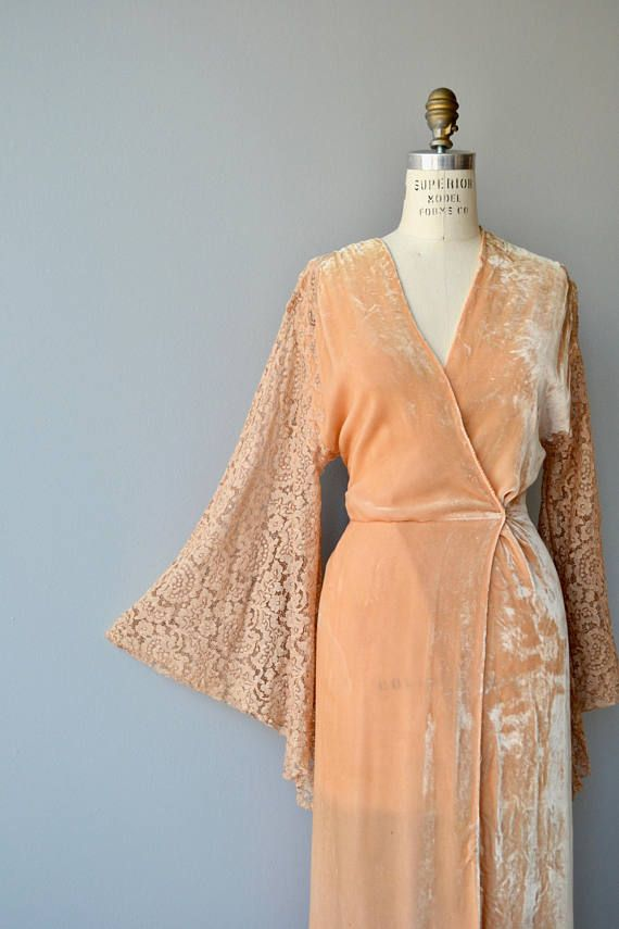 Super luxe late 1920s, early 1930s apricot silk velvet wrapper with dramatic lace bell sleeves and tie closure inside of waist as well as snap on the outside of waist. ✂-----Measurements  fits like: small/medium bust: free waist: sash ties waist length: 52 brand/maker: n/a condition: great, some very light foxing, quite faint, see last photo  ★ layaway is available for this item  to ensure a good fit, please read the sizing guide: http://www.etsy.com/shop/De...