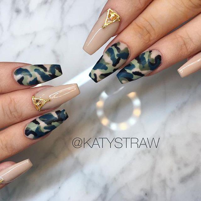 Camouflage  hand painted ✨  #camouflagenails #camouflage #armynails #acrylicnails #freehand #nailart #nailartaddict #nudenails #nailswag #nailtrends #sheffieldnails #sheffieldnailart #ecclesallroad #nailsinsheffield