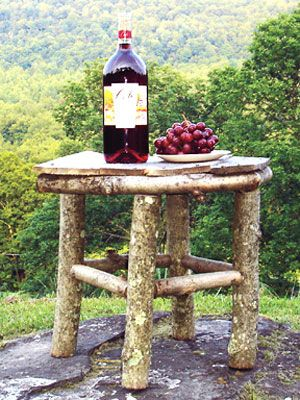 Rustic table made from logs: Small Tables, Side Tables, Diy'S, Rustic Tables, Wood Tables, Outdoor Tables, Logs Cabins, Home Crafts Ideas, Diy Projects