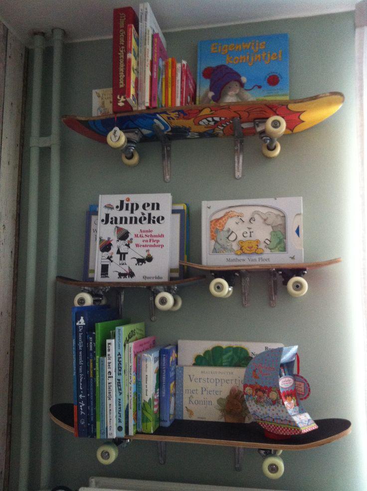 Finn's slaapkamer Skateboarden als boekenplank