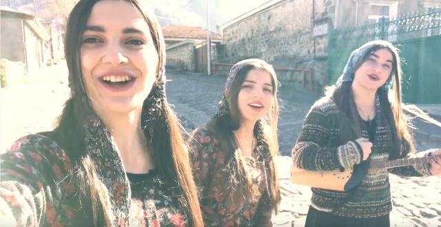 Trio Mandili müzik grubu'nun yeni şarkısı çıktı