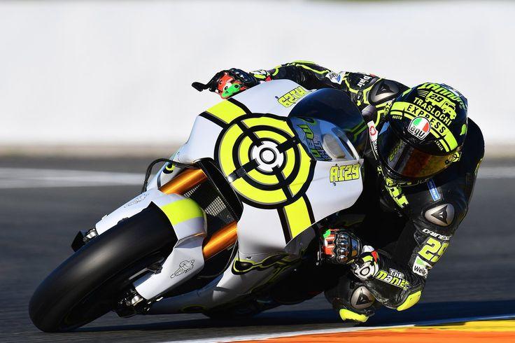 Andrea Iannone with the Suzuki Escstar team. Andrea Iannone con Suzuki Ecstar. MotoGP™ (@MotoGP) | Twitter