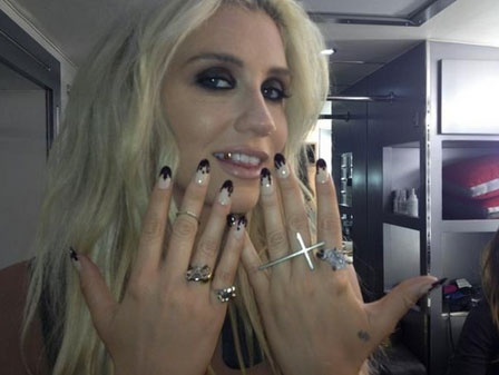 0927-kesha-nail-art_bd.jpg: Ghost Nails, Style, Nail Designs, To $ Ha, Kesha Blood Nails, Kesha Nail, Ke Ha, Halloween Ideas, Nail Art