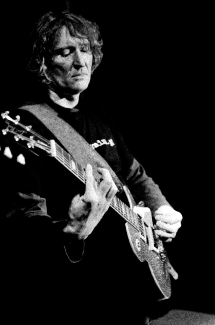 Salvator Elvis band guitar player. Photo Magdalena Łobaczewska