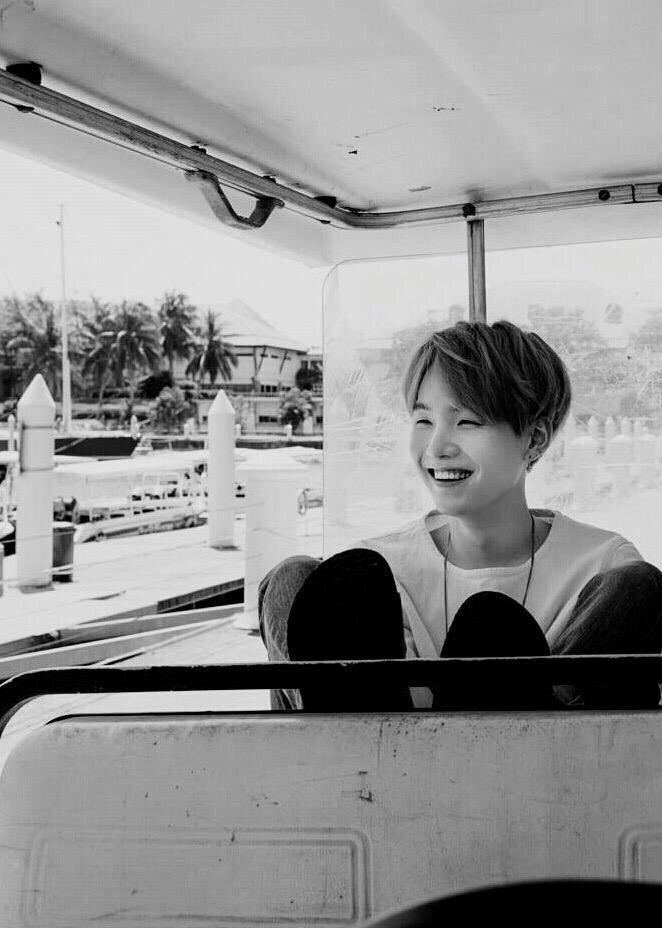 Yoongi   seu sorriso é apaixonante