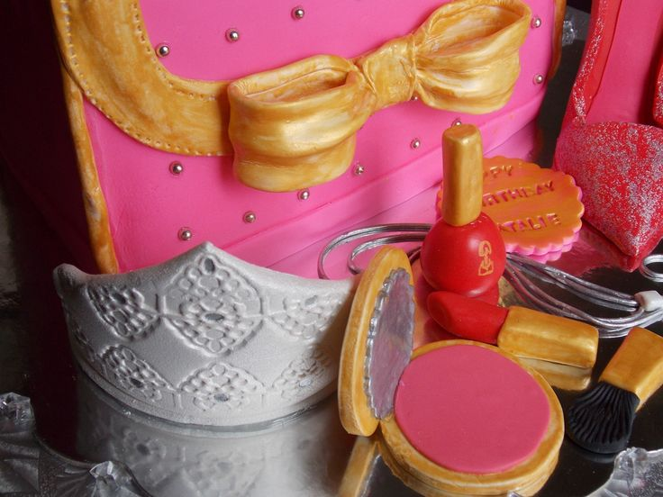 3D purse cake with make up and stilettos