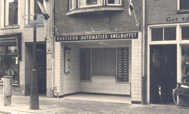 Historisch Centrum Leeuwarden - Beeldbank Leeuwarden rusticus automatiek snelbuffet ruiterskwartier 1954