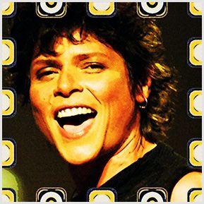 Cassia Eller -  Quadrinhos confeccionados em Azulejo no tamanho 15x15 cm.Tem um ganchinho no verso para fixar na parede. Inspirados em divas da MPB. Para entrar em contato conosco, acesse: www.babadocerto.c...