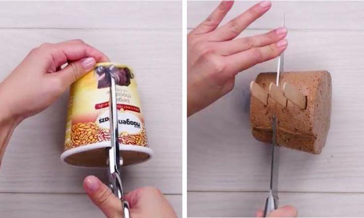 Elle ouvre un pot de crème glacée et le coupe en 3 avec des bâtons! Elle en fait un dessert extra!!!