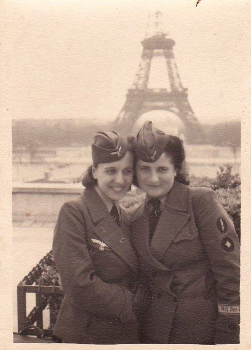German female Luftwaffe volunteers sightseeing in Paris ~