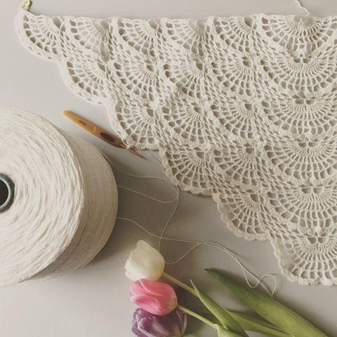 Dette er et sjal jeg har lavet ved at blande et virussjal med et vildt flot mønster fra pinterest.   This is a shawl I have made by mixi...