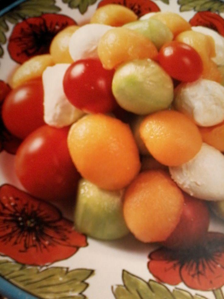 Insalata tricolore melone pomodori mozzarella ely66