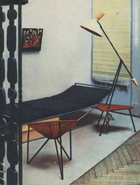 Fotel muszla Witolda Popławskiego, 1958, Ogólnopolski Salon Architektury Wnętrz w Krakowie. / fot.© J. Putowska, Jak urządzić mieszkanie, Warszawa 1959.