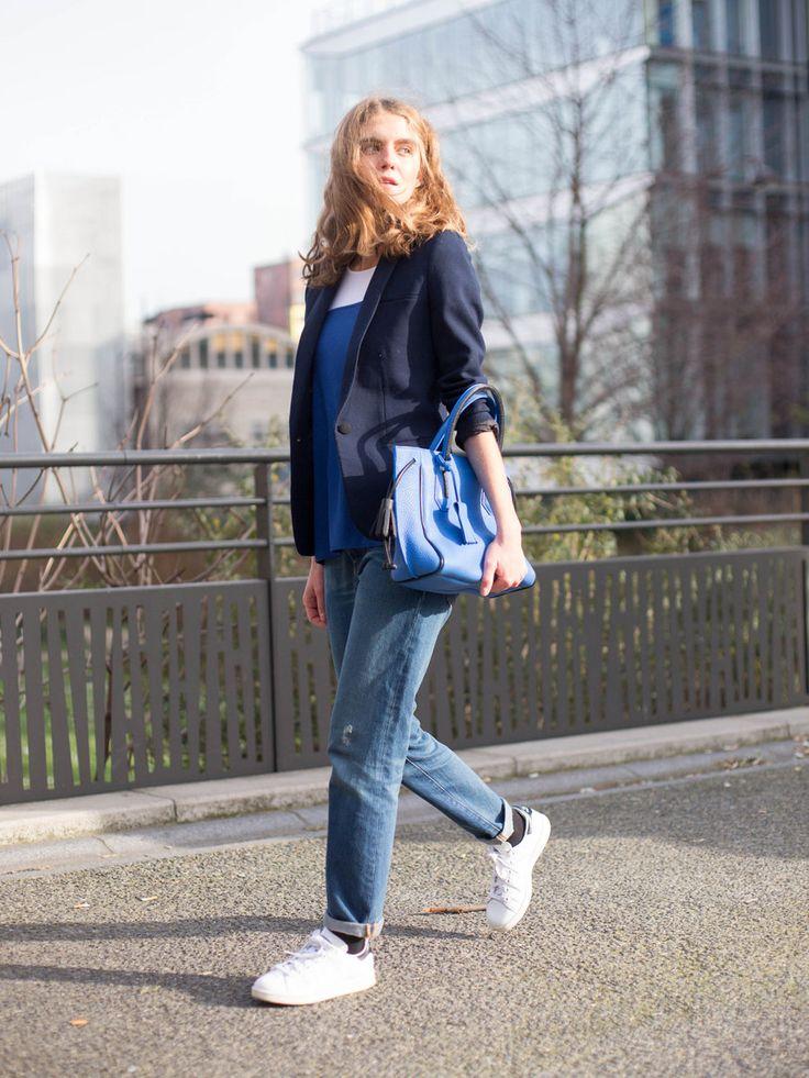 エル・ファニングのようなスウィートなルックスと、パリジェンヌらしいノンシャランな雰囲気で透明感たっぷりな彼女は、モデルのドロレス・ドール。彼女のお気に入りの「ロンシャン」バッグは、2015年のデビューか...
