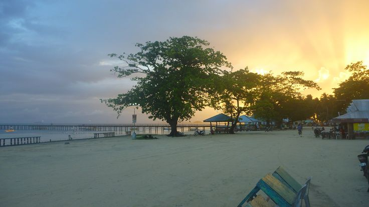 A gorgeous sun setting while we enjoy a cold one #siargao!