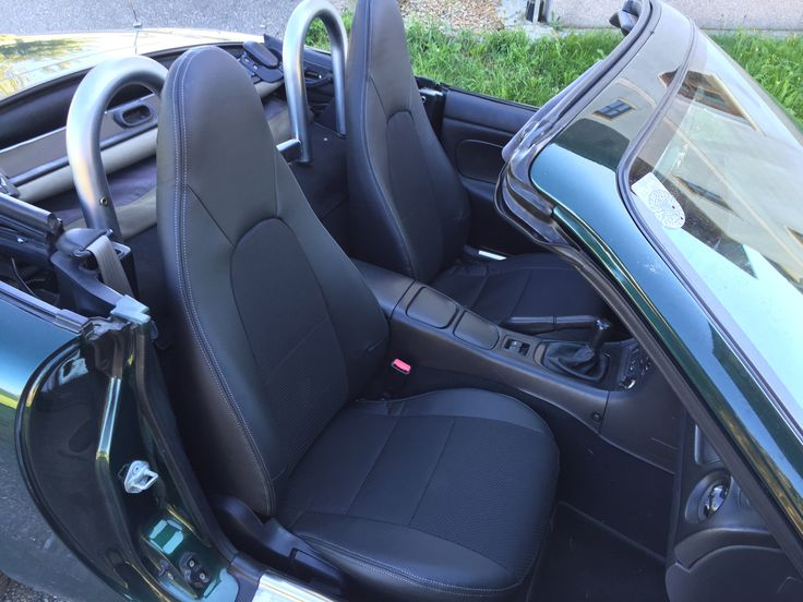 Mazda MX5 individuell angefertigte Autositzbezuege nach Kundenwunsch in der Lederlook & Textillook Designvariante. Einfach online konfigurieren und wir liefern zu Ihnen nach Hause. #MX5, #Tuning, #Autotuning, #Autositz, #Sitzbezuzege, #Designbezuege
