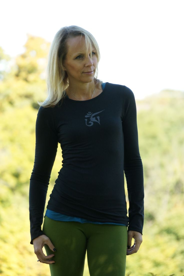 #SqueezedYogaClothing Cozy, Comfortable, Coordinated Bamboo Pieces are Perfect for Layering http://squeezed.ca/shop/category/long-sleeve-tees