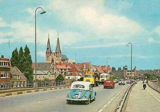 Vanaf de Wilhelmina brug Deventer binnen rijden.