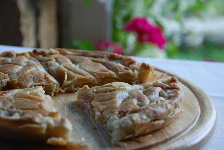 Αξέχαστη τυρόπιτα με κρέμα ελληνικών τυριών.