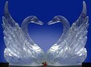 ijssculptuur zwanen