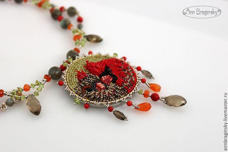 Купить Кардиналы - оливковый, зеленый, серый, красный, коричневый, ожерелье, Ожерелье из камней, птица, птицы