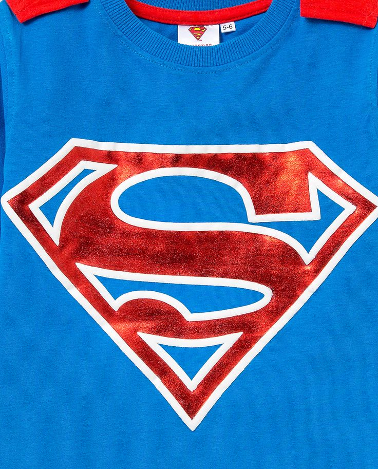 Superman caped tee detail