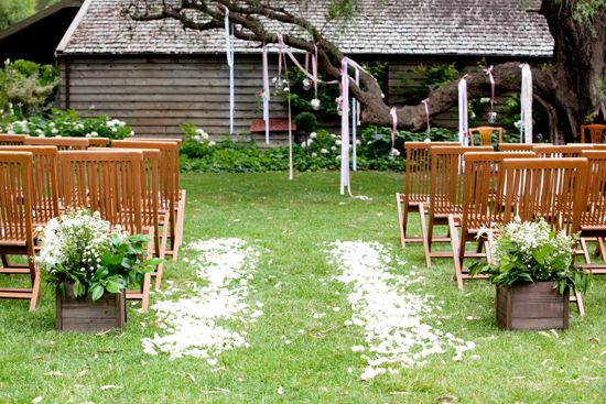 We could do something similar on the pergola with ribbons in various widths and colors.  Hmmmmm!