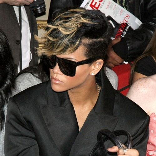Capelli rasati da un lato: copia il look di Rihanna