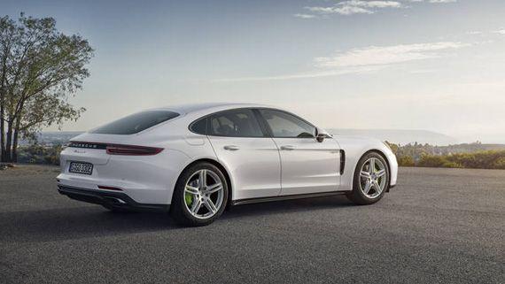 Гибридный седан Порше Панамера S E-Hybrid 2018 / Porsche Panamera Turbo S E-Hybrid 2018 – вид сбоку