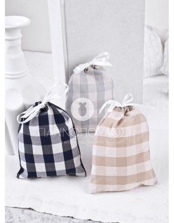 Πουγκί καρό  14,5 x 10 cm. Το πουγκάκι θα περιέχει 5 κουφέτα  crispy Χατζηγιαννακης λευκά ματ ή παλ χρωματιστά.