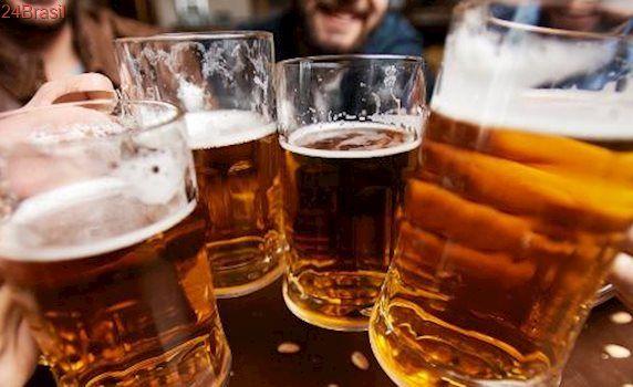 Vai beber na sexta?: Dinheiro gasto em cerveja daria R$ 100 mil em ações da Ambev